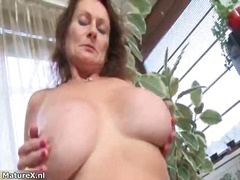 Nuvid - Nasty mature slut gets horny taking