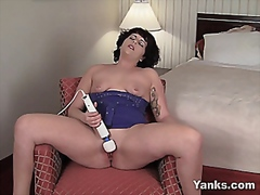 Milf uses Hitachi wand...