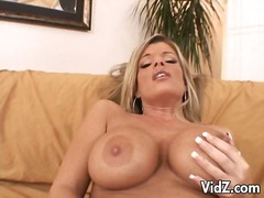 Busty blonde gets fingerfucked