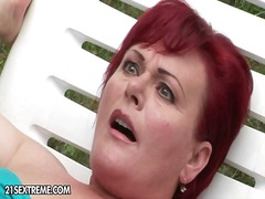 Horny granny slyt with red tresses bu...