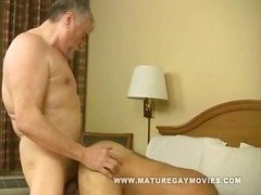 Muscular mature hunk f... video
