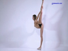 Alpha Porno Movie:Skinny ballerina strips from h...
