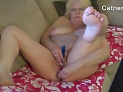 Mature woman cums..
