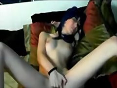 Private Home Clips Movie:Skinny babe fingers her bald p...