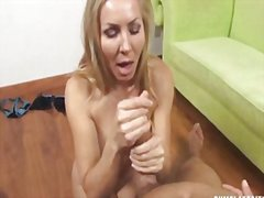 Thumb: Sexy milf wants a cum ...