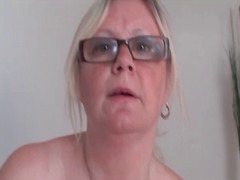 Granny in glasses play... - Alpha Porno