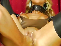 Stunning blond loves huge fisting org...