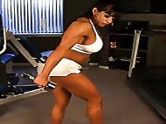 Naked work out with female bodybuilde...