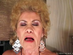 Thumbmail - Naughty busty granny m...