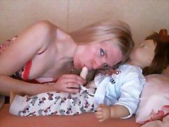 Mom make her doll to d...