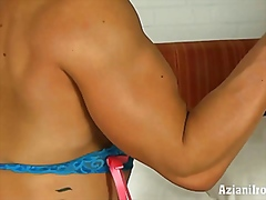 Hot female bodybuilder in her sexy la...