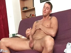 Alpha Porno Movie:Hard pecs and abs on solo stro...