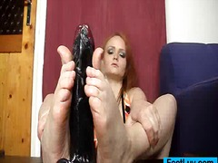 Thumb: Red head feet and legs...