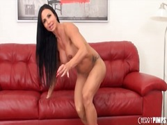 Jewels jade strips off... video