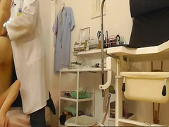 Voyeur Hit Movie:Lousy gynecologist spying on 1...