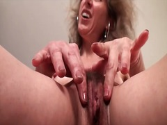 Milf pussy lips and sm...