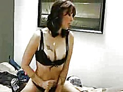 Xhamster Movie:Step mom gives a goodbye handjob
