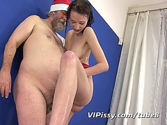 Tube8 Movie:Old man and girl pissing