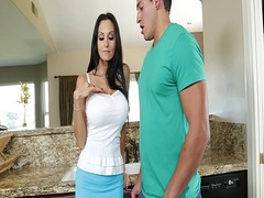 Housewife ava addams s...
