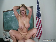 Over Thumbs Movie:The nude model this video is p...