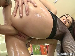 AlotPorn Movie:Kinky brunette gets fucked in ...