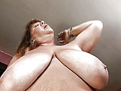 A big mature woman tri... preview