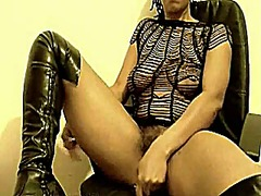 Thumb: Ebony squirting
