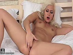 Thumb: Blonde tracy pearl sho...
