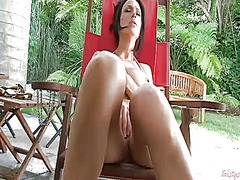 Sultry hottie cant liv...