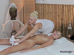 Vporn Movie:MassageRooms Holly & Tracy Lin...