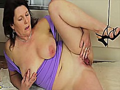 Hot mature masturbatio... video