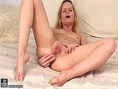PinkRod - Blonde is curious abou...
