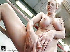 Blonde tanya tate fills th... - 07:01