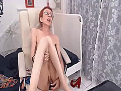 Super skinny gilf loves to fuck her d...
