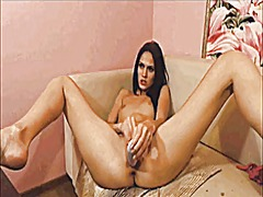 Teen toying on cam