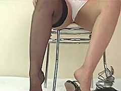 Voyeur Hit Movie:KIRSTY SHOWING LEGS