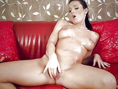 Oiled up milf squirts
