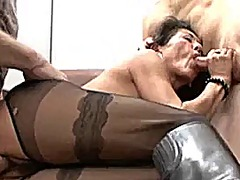 Hairy mature in sexy p...