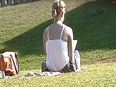 Voyeur Hit Movie:Areola In The Park (Downblouse...
