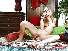 Wetplace Movie:Blonde hailey holiday puts on ...