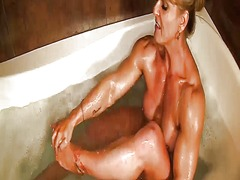 Xhamster Movie:Female bodybuilder flexes and ...