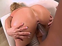 Milf with sexy body ge...