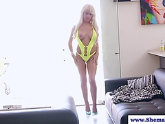 Vporn Movie:Shemale TS Kim Bella twerks an...