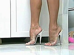 See: Milf with sexy feet ta...