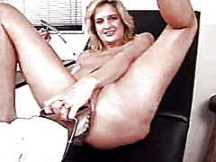 Extreme pussy stretching with sp...