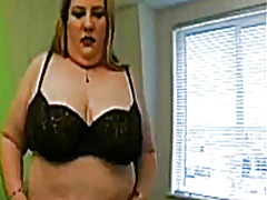 Thumbmail - Fat blonde rubs her pussy