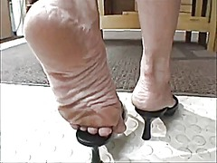 Xhamster Movie:Lee vacuumed soles
