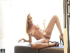 PinkRod Movie:Blonde sandy is too hot to sto...