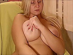 Big blonde plays with ... - Xhamster