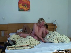 Granny gets banged by an y... - 06:14